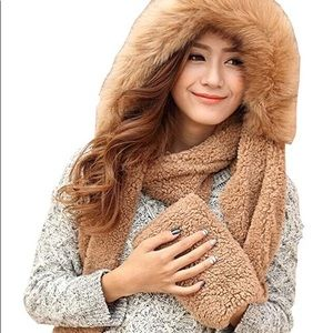 Sherpa hood, scarf and gloves